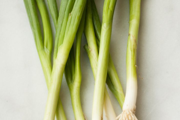 When to Use the White Part Versus the Green Part of a Scallion ...