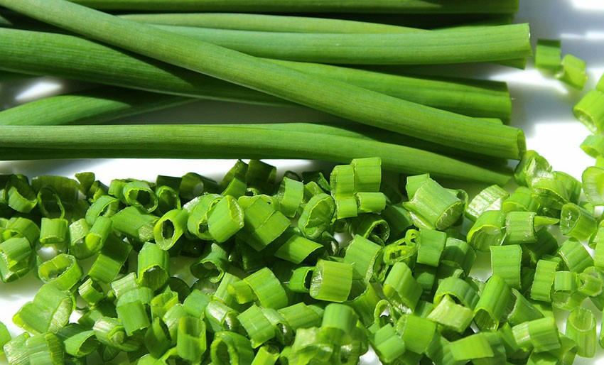 The Difference Between Chives, Scallions And Green Onions ...