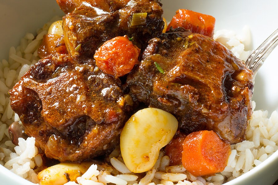 Slow Cooker Oxtail and Butter Beans - Cooking Maniac