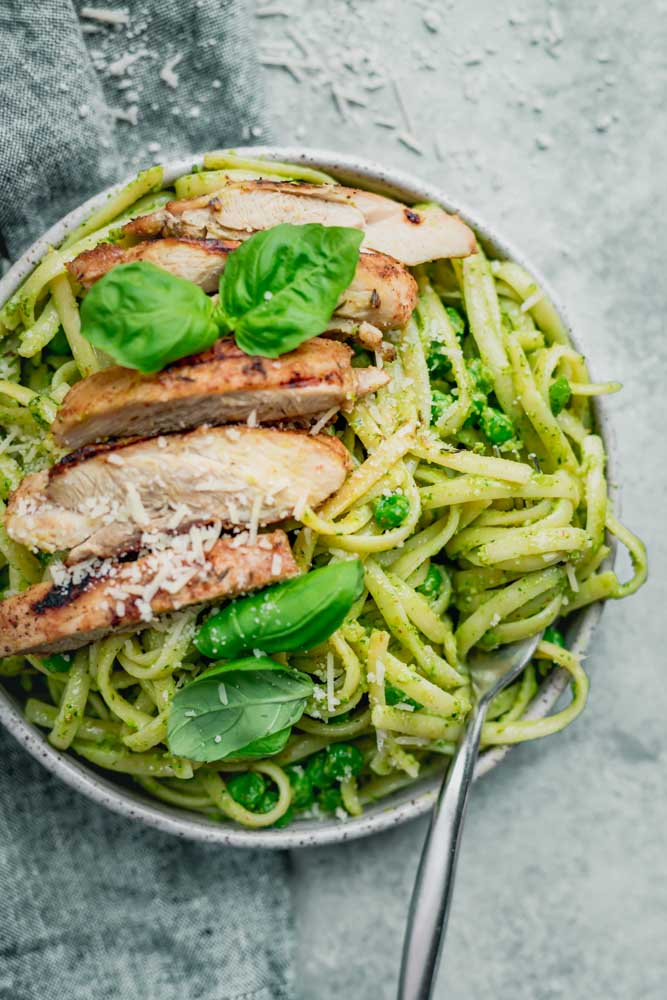 Pasta with Pesto Sauce and Grilled Chicken | FeelGoodFoodie
